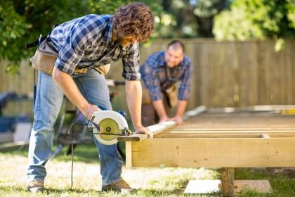 få hjælp af en dygtig tømrer